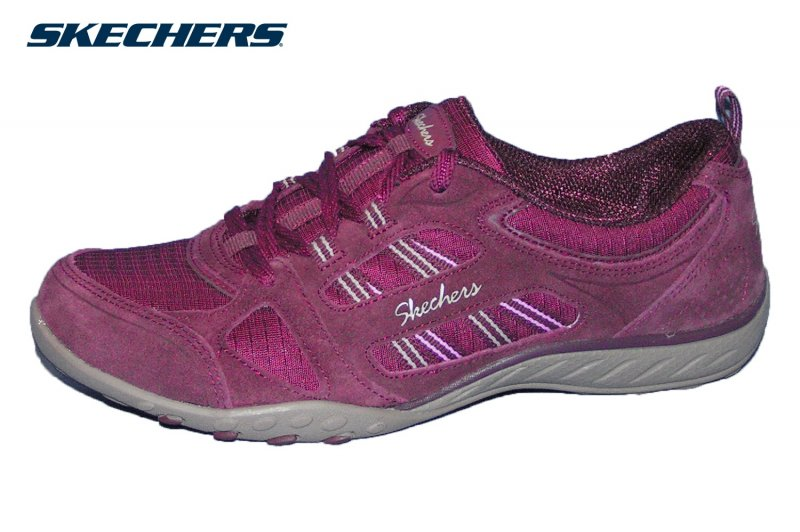 Skechers Breathe Easy Good Luck Weinrot